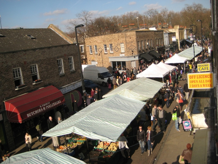 Broadway Market bustles with artisan foods and live music. Image: hdimagegallery.net