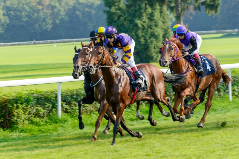 How to get to Royal Ascot by train