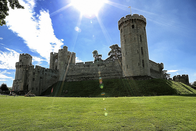Sunglasses required. Warwick Castle in the sunshine. Image: Lisa West, Flickr